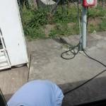 Busschauffören får för sig att pumpa däcken