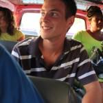 Glad Kalle åker buss